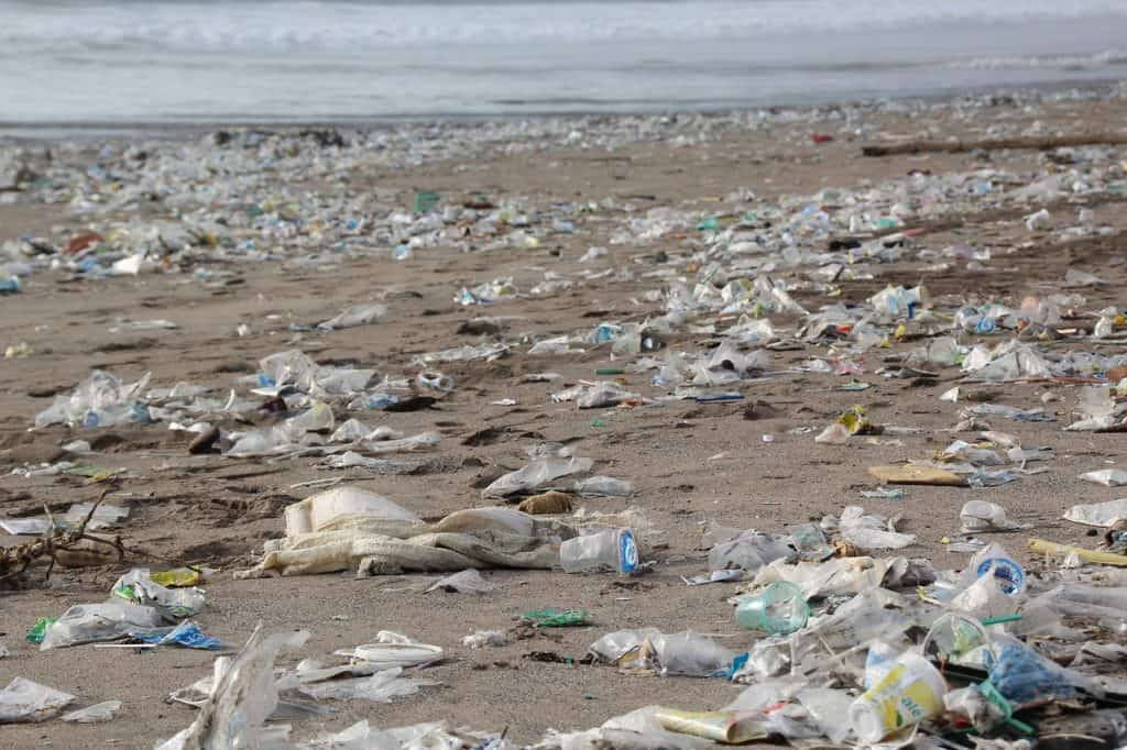 Tips to reduce Plastic - Plastic waste on beach