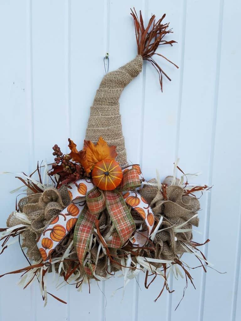 Fall Porch Decor Ideas - Scarecrow hat door hanger