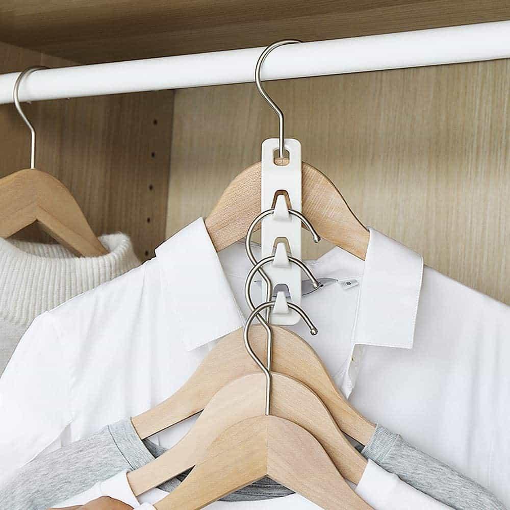 Closet organization idea - plastic vertical hanging clip for clothes hangers