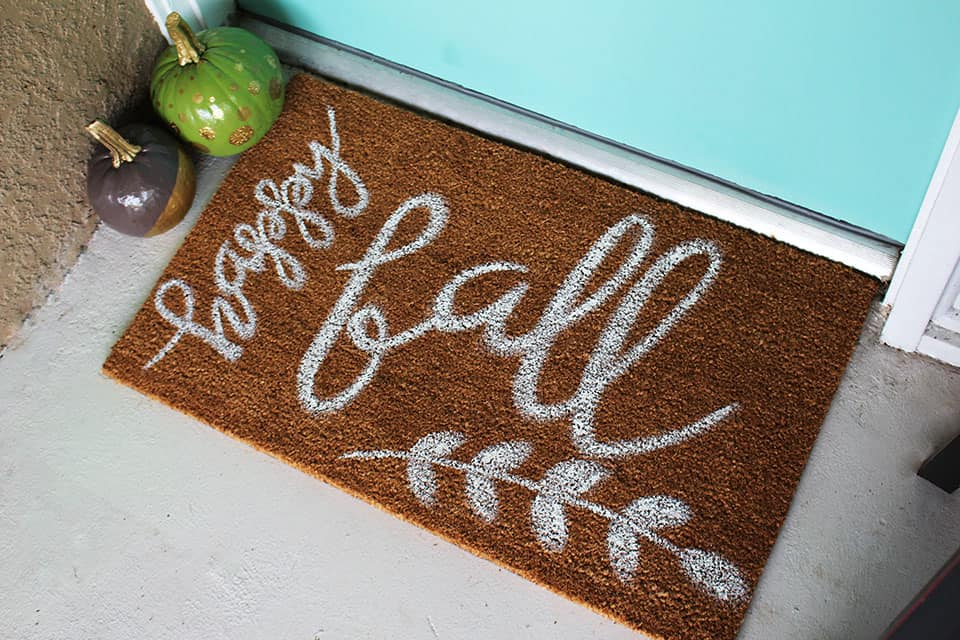 DIY Fall decor ideas -DIY painted fall welcome mat
