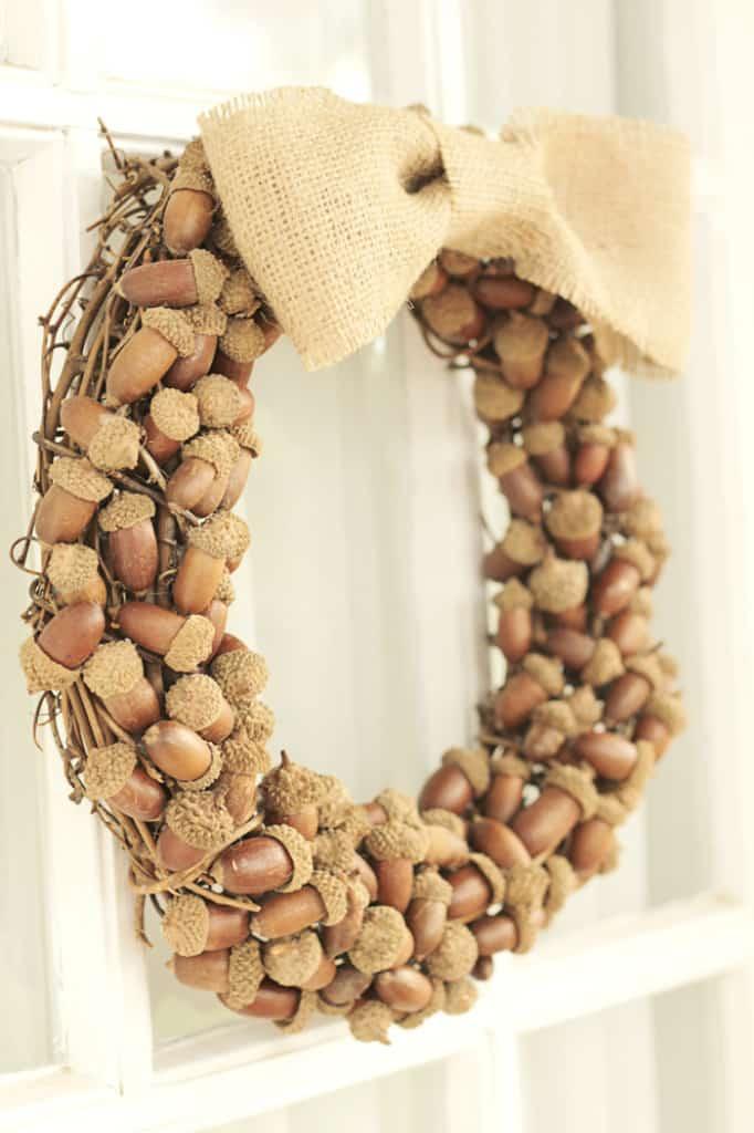 Fall DIY wreath Ideas - rustic acorn wreath