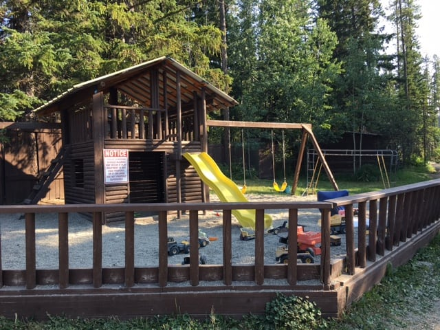 Postill Lake Lodge Childrens playground