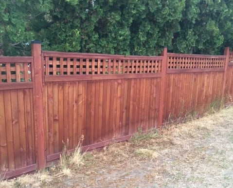 Square Lattice Fence Topper - the boards in this lattice are oriented horizontally and vertically to form open square spaces.